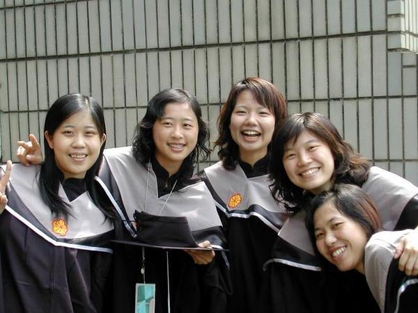 班上的五位女生