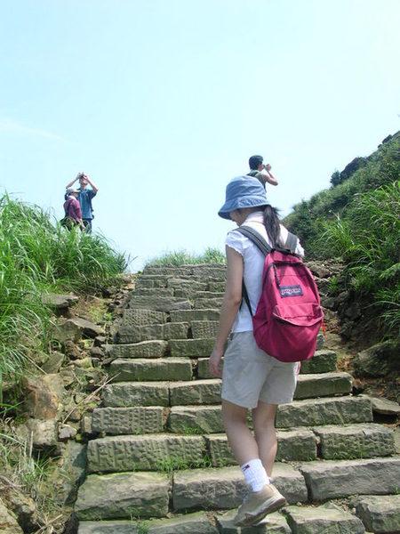 這裡樓梯變陡了