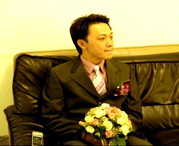 等待新娘下樓