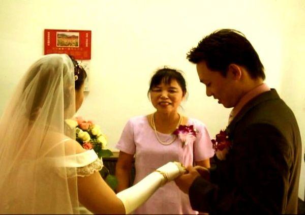 丈母娘將女兒的手託付給大哥