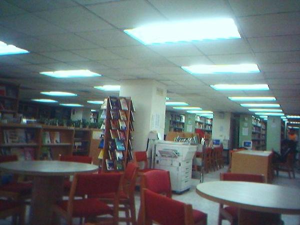 地下一樓的圖書館