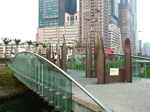 跨過運河的小橋