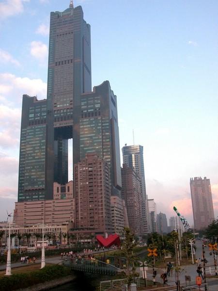 遠眺八五大樓