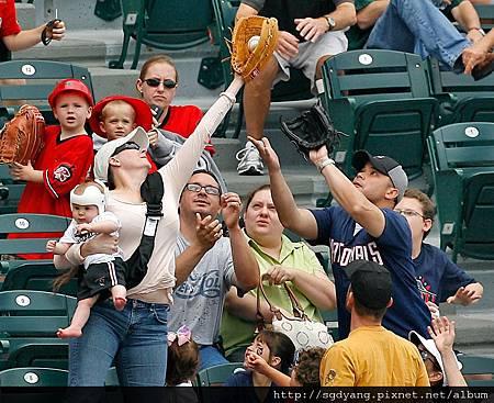 Baby-Foul-Ball-Catch.jpg