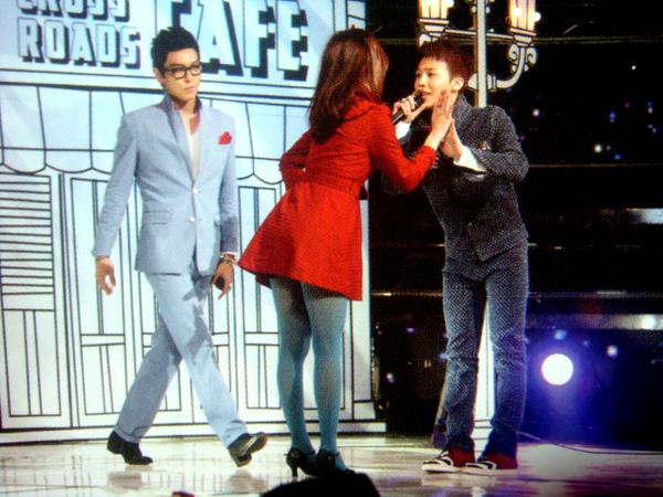 GD跟女DANCER一樣都好可愛!!!後面那位流氓來著