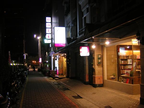 台南結構群書店0010