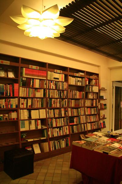 台南結構群書店0012