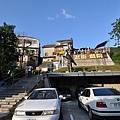 停車場邊的老街入口
