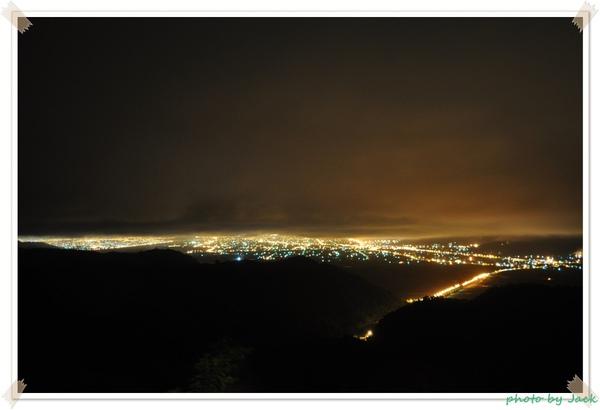 觀景台雨夜夜景.JPG