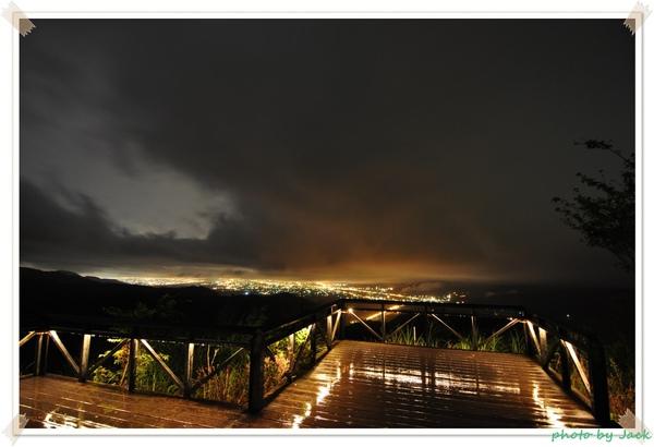 觀景台雨夜夜景2.JPG