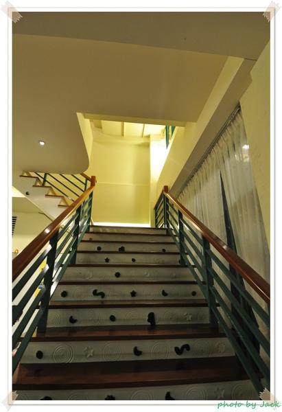 美麗又特別的樓梯.JPG
