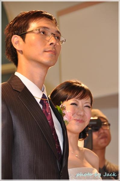 新娘笑得好甜