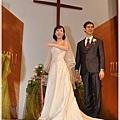 新娘在台上點名單身的人