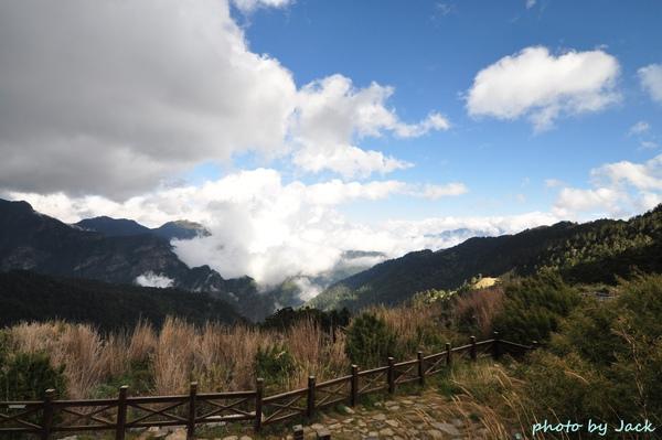 山莊前的景色