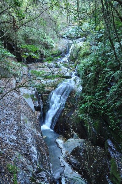 途中的小瀑布2