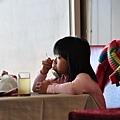 隔壁桌的可愛小妹