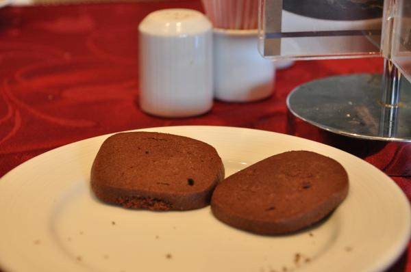餅乾特寫 兩片都到我肚子裡團圓了