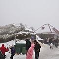上山來賞雪的人也不少