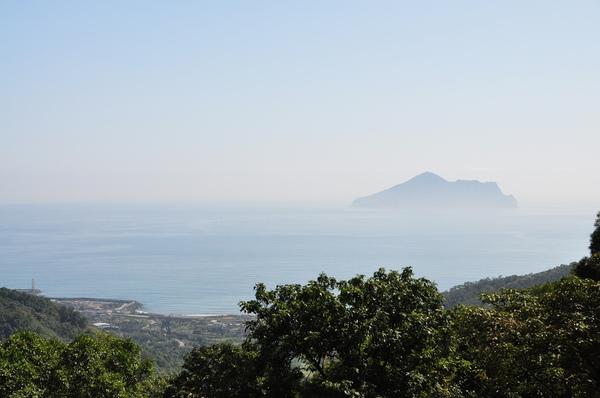 霧中的關山島