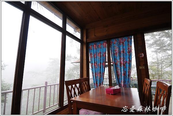 窗外山嵐2