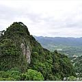 還可以看到對面稜線上的登山客
