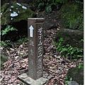 休息處旁是孝子山攻頂的路