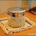 桌上的糖罐