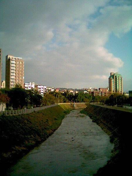 2009.01.31 天母那條忘了什麼溪的橋上
