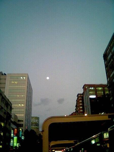 2008.03.09 夕陽與圓月-1