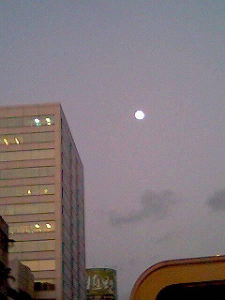 2008.03.09 夕陽與圓月-2