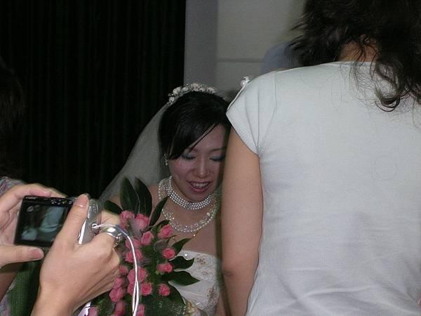 美麗新娘趁亂一拍