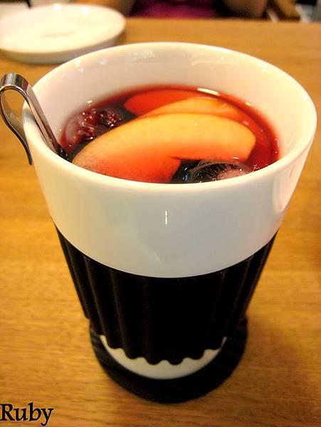 黑莓野玫瑰果水果冰茶