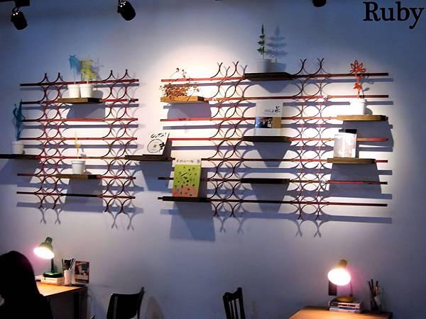 台北好丘,牆上的書
