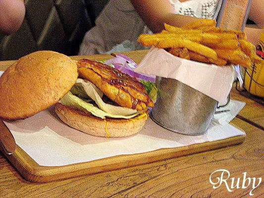 B.B.Q嫩烤雞胸肉漢堡.jpg