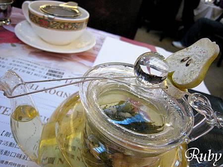 英國茶館(壓住壺蓋的小飾品).jpg