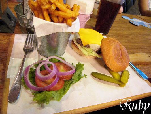 雙色起司牛肉漢堡.jpg