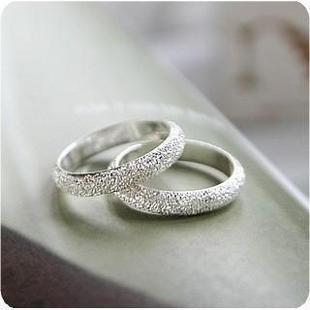 銀銀色戒指