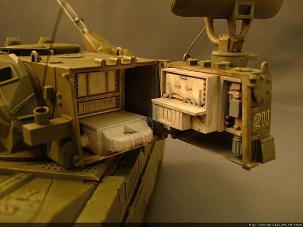 砲塔後方搜索雷達還有內構...