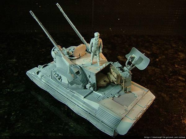 先上一層水補土,並將搜索雷達的內構先完成...