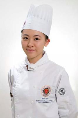 2014年09月10日在臺北亞都麗致大飯店巴黎廳任職的23歲廚師傅昭蓉(右圖),長得有點像陳意涵,代表中華民國參加2014世界年輕廚師菁英賽,榮獲第三名。.png