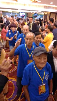2015年08月31日香港各界抗戰七十週年晚宴老兵列隊進場