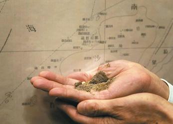 2016年02月04日重申南海主權 馬總統秀太平島泥土
