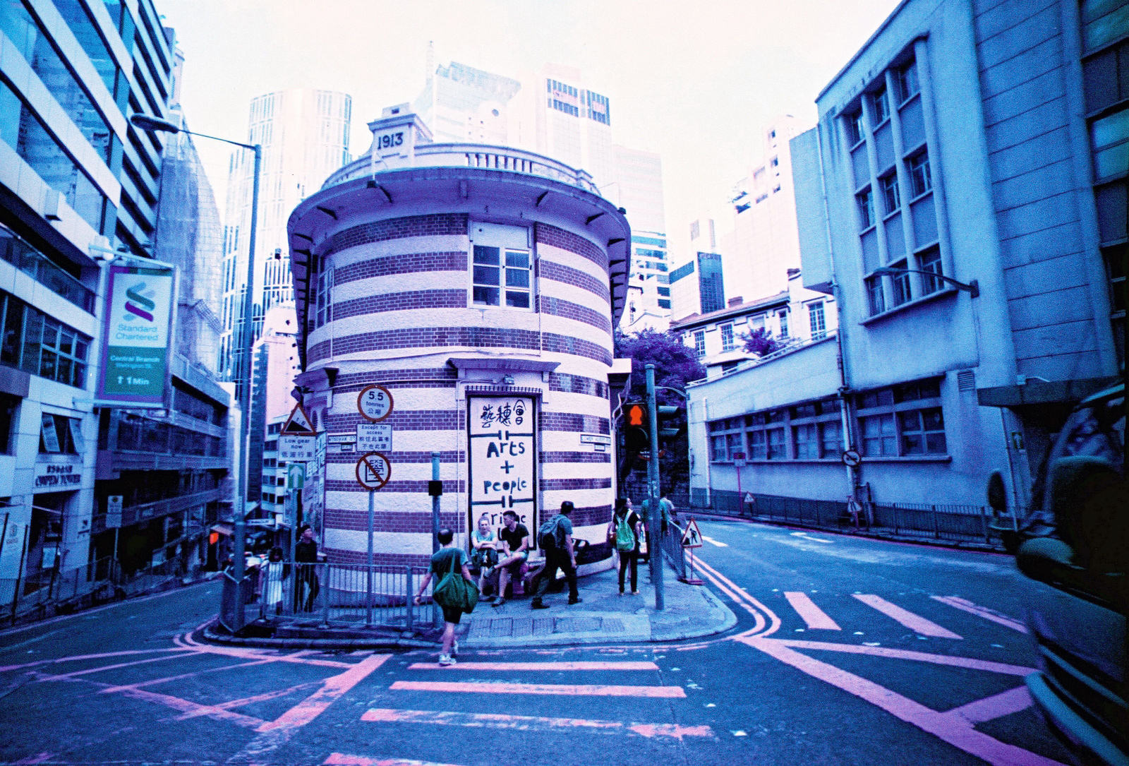 0007 Lomo LC-W x Lomochrome Purple XR.jpg