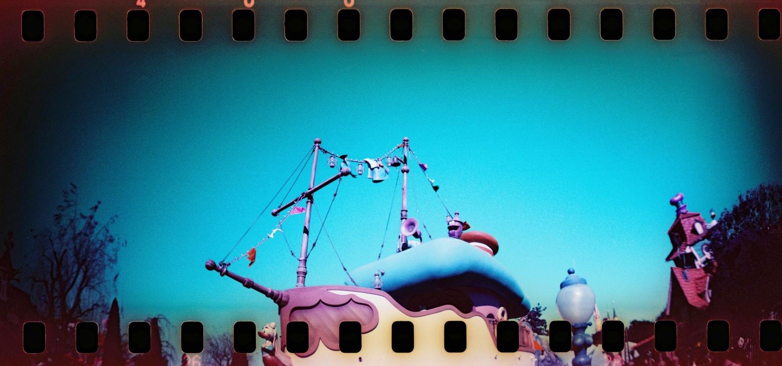 000006 Lomo Sprokle Rocket X LomoChrome Purple XR.JPG