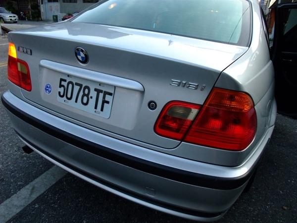 打電話叫計程車...結果來了台BMW..你說奇怪不奇怪!?