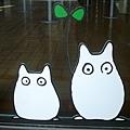 玻璃上的小龍貓