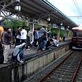 鐵道迷搶拍電車?!