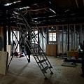 1F正中間要做梯子通往2F 現在看到的是臨時搭建的