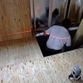 紅色雷射光是切割木材用的參考線 現在真的是越來越高科技