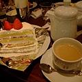 我點的草莓奶油蛋糕+牛奶咖啡